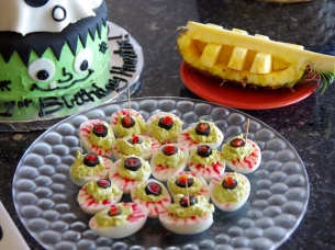 Halloween Deviled Eye-Eggs | Life by Ky Blog